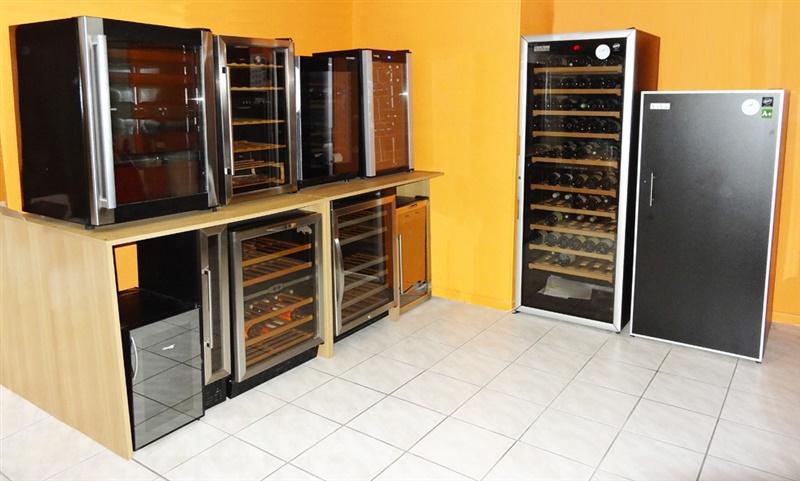 My wine cabinet 39 s showroom in lyon - Cave a vin sous plan de travail ...