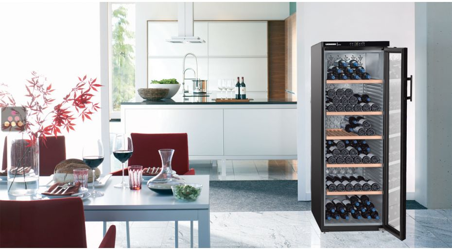 Single temperature wine storage or service cabinet