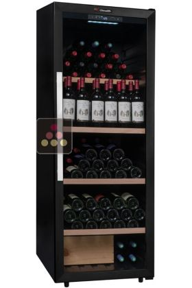Wine cabinet for multi temperature service or single temperature storage