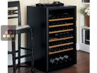 Single-temperature wine cabinet for storage or service