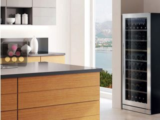 Multi-temperature wine service and/or storage cabinet