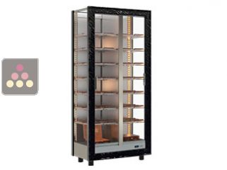 Refrigerated display cabinet for chocolate storage